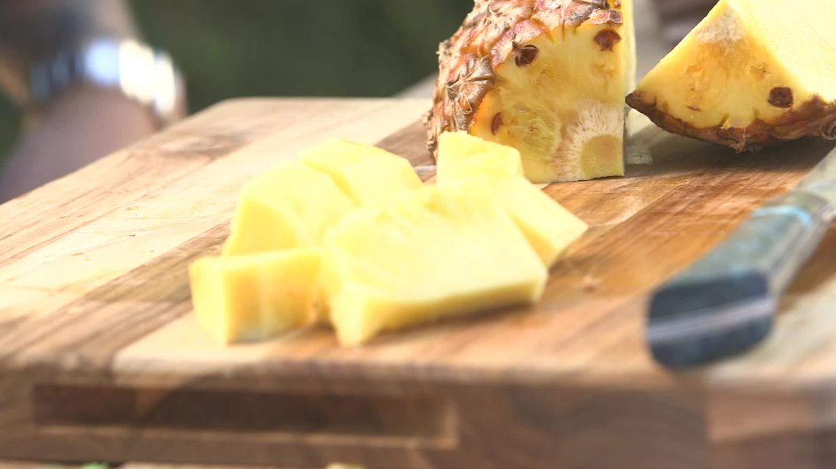 how to cut and eat pineapple