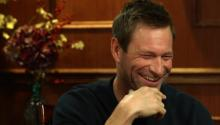Aaron Eckhart on kissing Julia Roberts & the best Batman