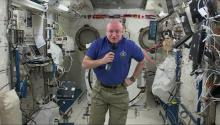 Larry King Talks To Astronaut Scott Kelly In Space!