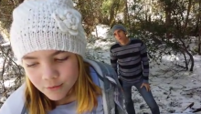 TODAY'S LOL: Little Girl Singing 'Frozen' Gets Photobombed by Dad