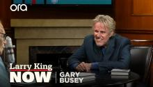 Gary Busey sings Buddy Holly for Larry King